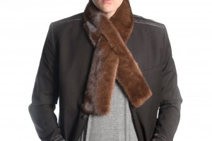 Can men wear fur scarves?