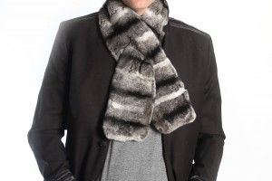 Real fur scarf to be trendy man in winter